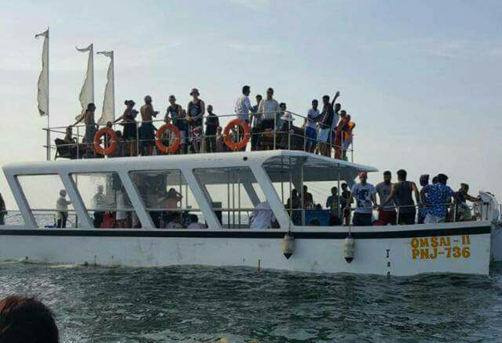 Party Boat Catamaran Cruise in Go..